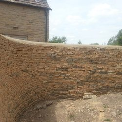 cotswold-stone-design-cheltenham-dry-stone-wall-curve
